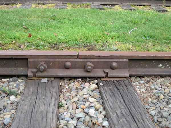 characteristics of ideal rail joints