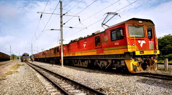 train in south african coal line